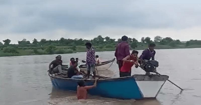 boat capsized in Wardha river