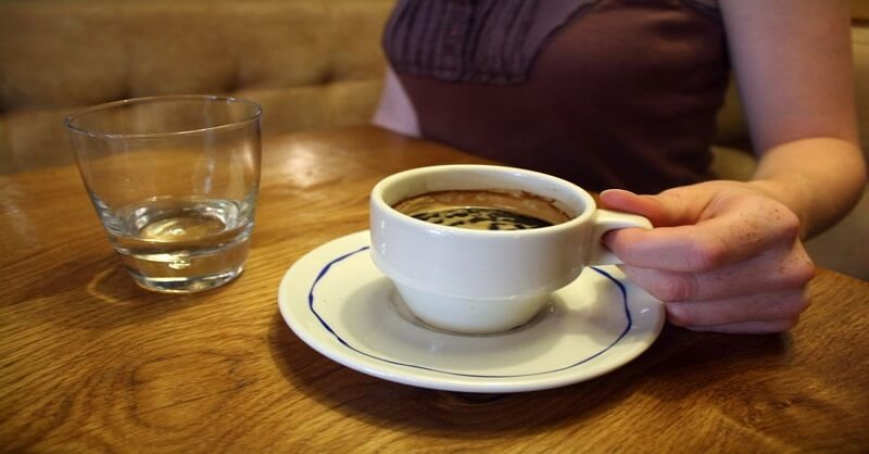 Drinking tea or coffee after meal
