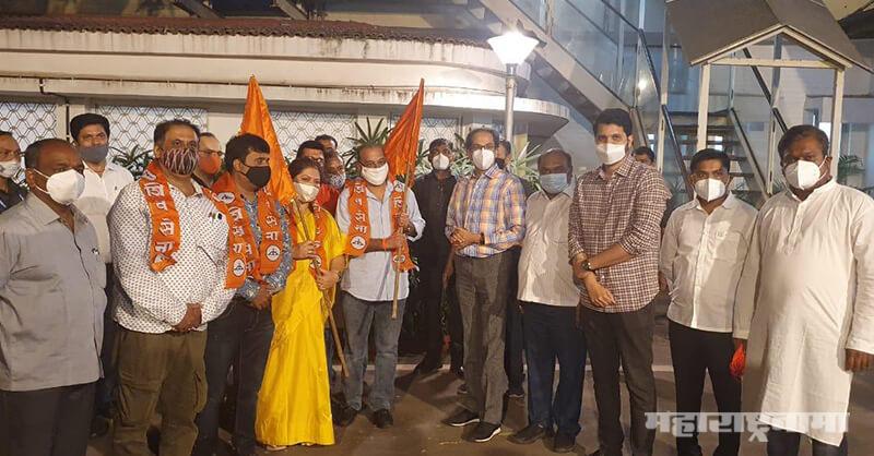 Former MLA Krishna Hegde, MNS Juili Shende, joined shivsena