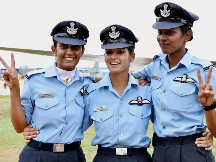 avani-chaturvedi-first-woman-fly-fighter-aircraft-3