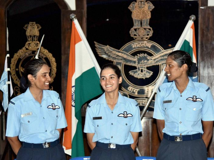 avani-chaturvedi-first-woman-fly-fighter-aircraft-4