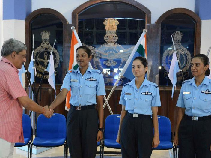 avani-chaturvedi-first-woman-fly-fighter-aircraft-5