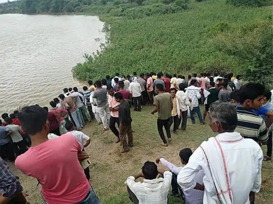 boat-accident-in-amravati-11-members-of-family-drown