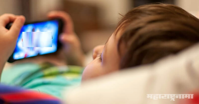 Child is playing online game