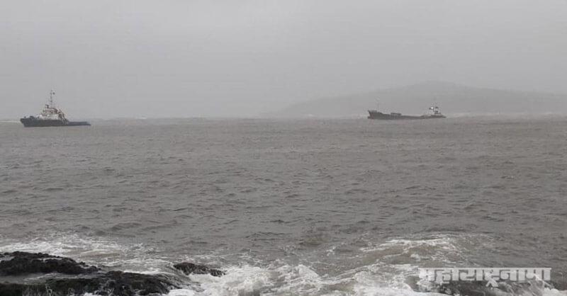 ship hit a protective wall, Ratnagiri