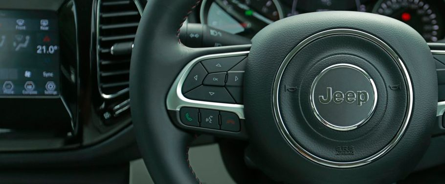 jeep compass--steering-controls
