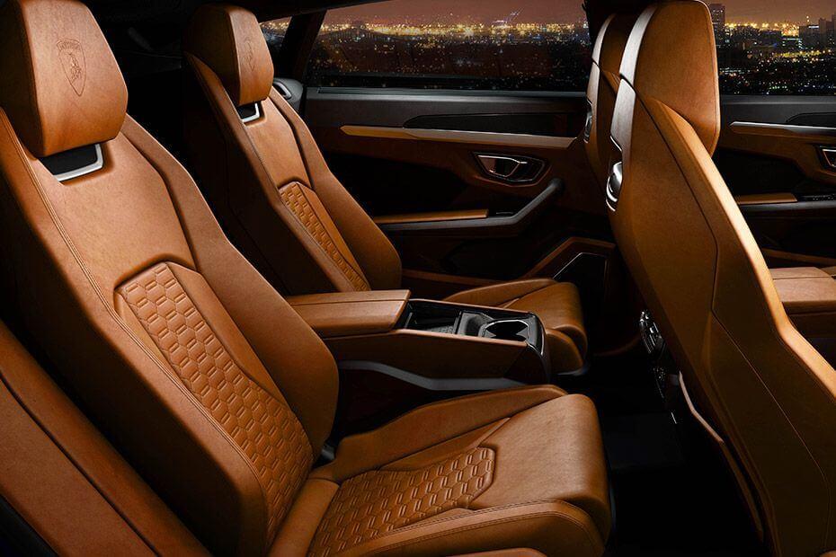 lamborghini-urus-rear-seats