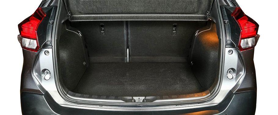 nissan kicks-open-trunk
