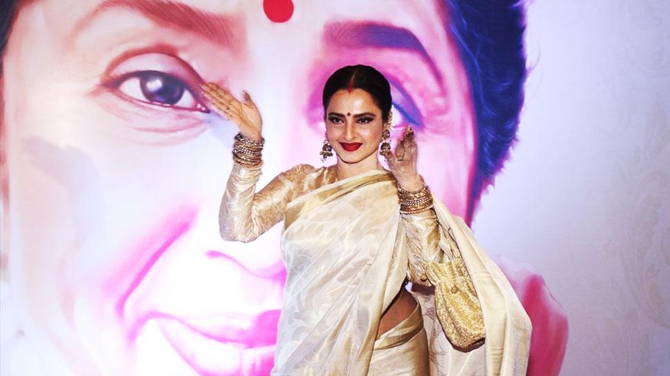 rekha-dancing-for-aasha-bhosale