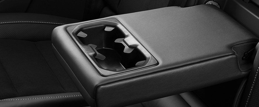volvo xc40--cup-holders-front